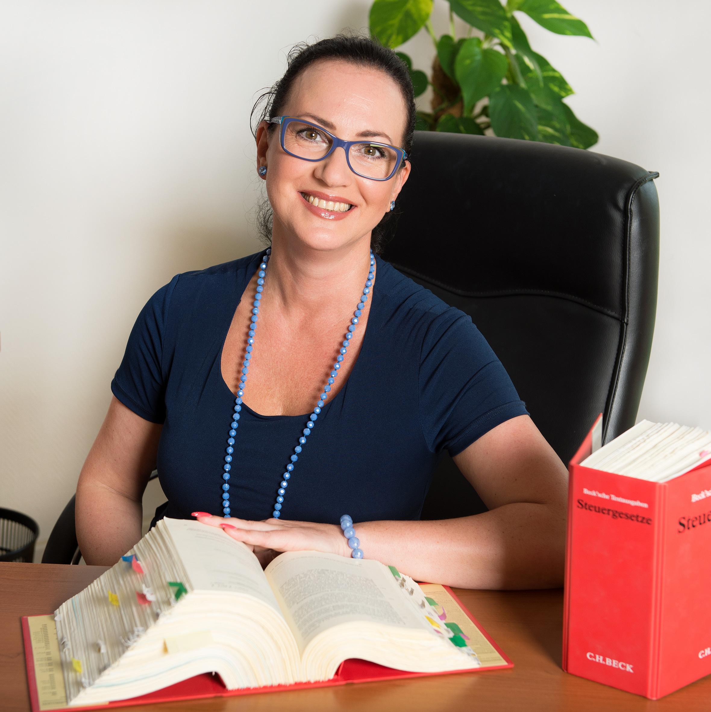 Dipl.-Volksw. Elena Weismann Steuerberaterin Fachberaterin für Internationales Steuerrecht