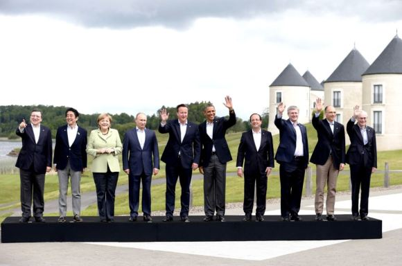 Путин одобрил идею Меркель о мирном решении по Крыму