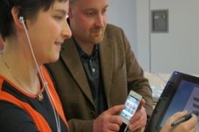 Смартфон научился управлять слуховым аппаратом