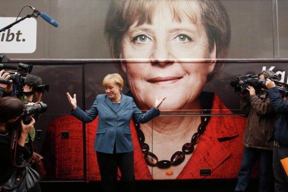Ангела Меркель в отставку не уходит