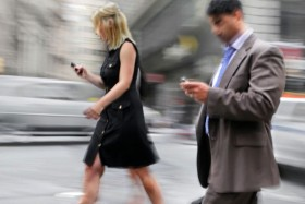 Германия: штрафы для пешеходов со смартфонами