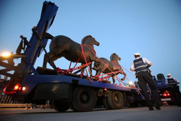 Полиция обнаружила пропавших бронзовых лошадей Гитлера