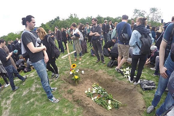 Марш в память о погибших мигрантах в Берлине