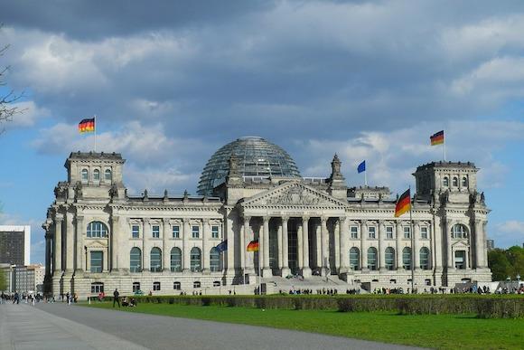 Германия требует новых санкций против России