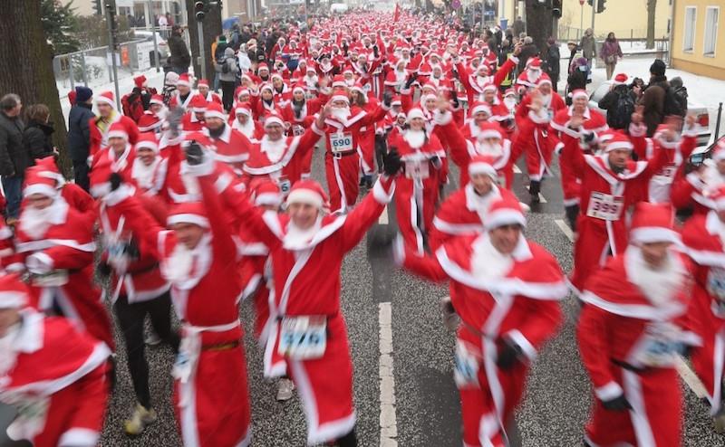Ежегодный забег Санта-Клаусов