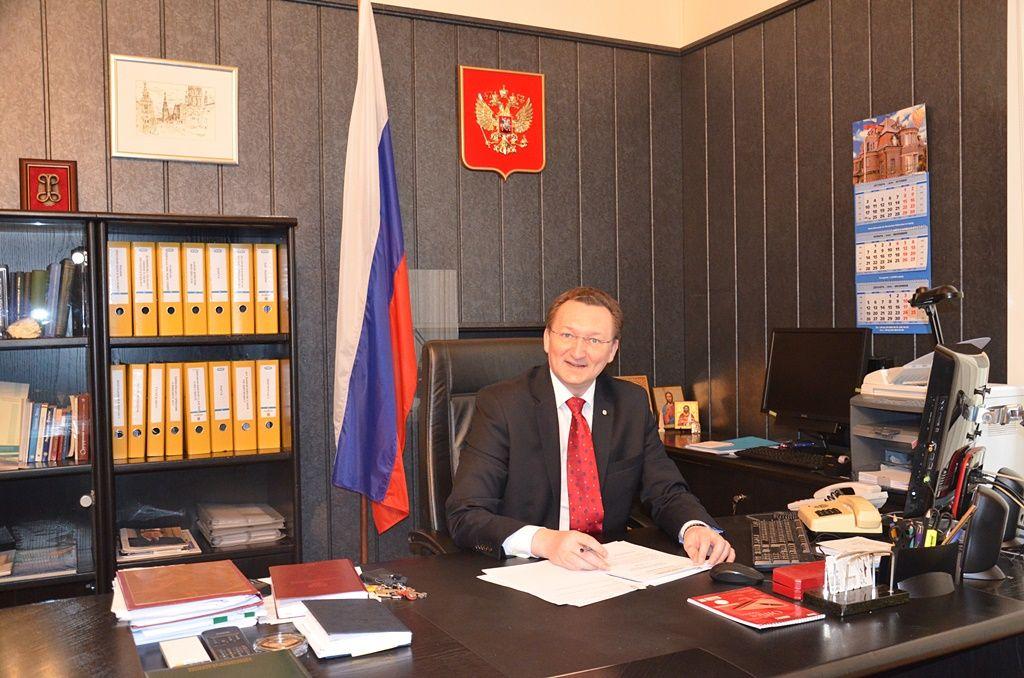 «Окно» в Россию: заботы консульские
