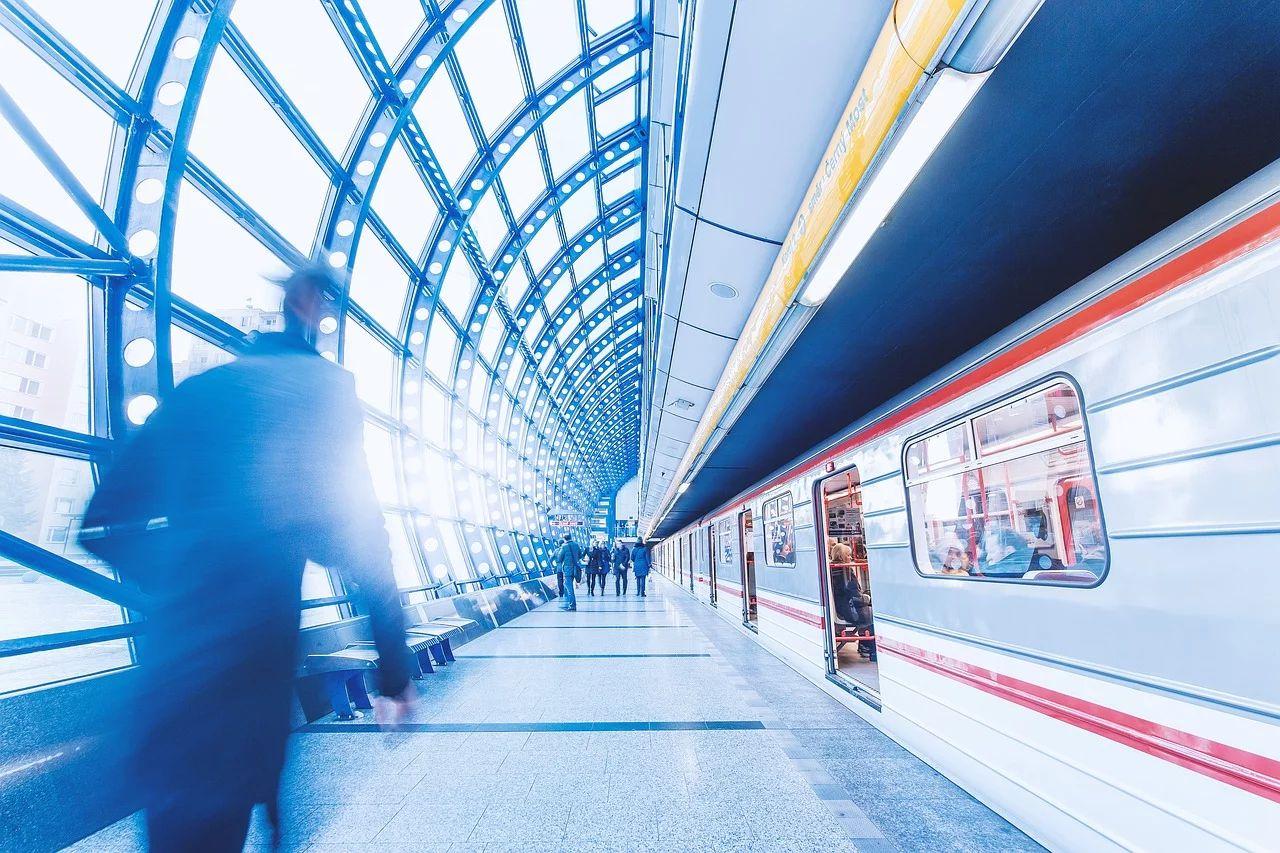 Ограничения движения на железнодорожном транспорте и новые требования при посадке в автобусы