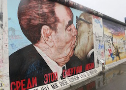 Берлинская стена… за забором!