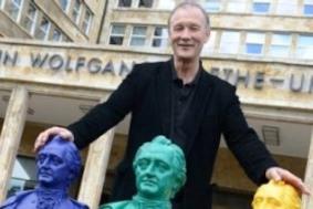 400 фигур Гёте украсили Франкфуртский университет