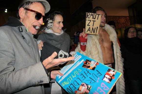 BERLINALE 2012: КРАСНАЯ ДОРОЖКА И ГОЛЫЙ ПРОТЕСТ