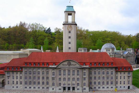 Modellpark в Берлине: загляни в окно миниатюрного Рейхстага