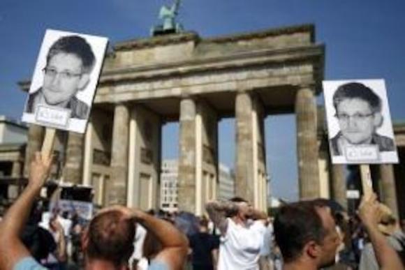 Решение Европарламента: полит. убежище Сноудену предоставлено не будет