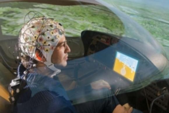 Ученые создали самолет, который понимает пилота