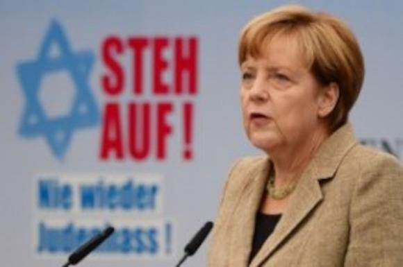 Немецкие политики приняли участие в акции против антисемитизма