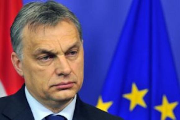 Меркель попытается настроить Орбана против России