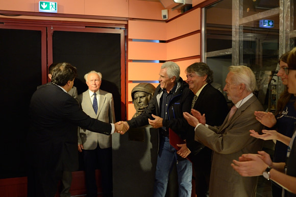 Бюст первого в мире космонавта Юрия Гагарина установлен в Берлине