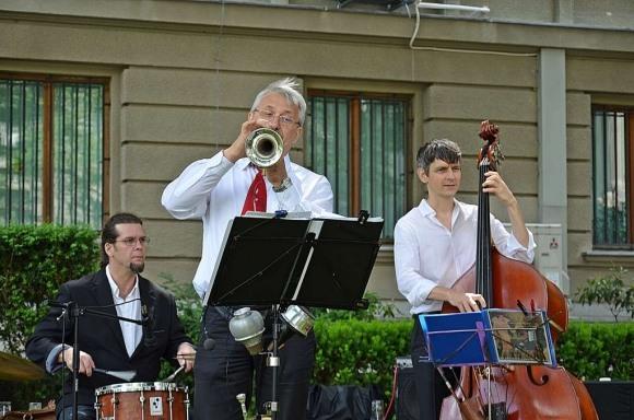 «Свингующие партизаны» играют джаз в память об Эдди Рознере