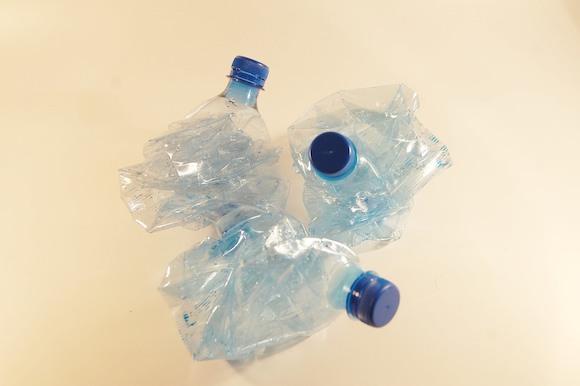В ЕС хотят запретить есть из пластиковой посуды