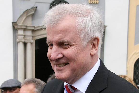 Зеехофер намерен подать в отставку