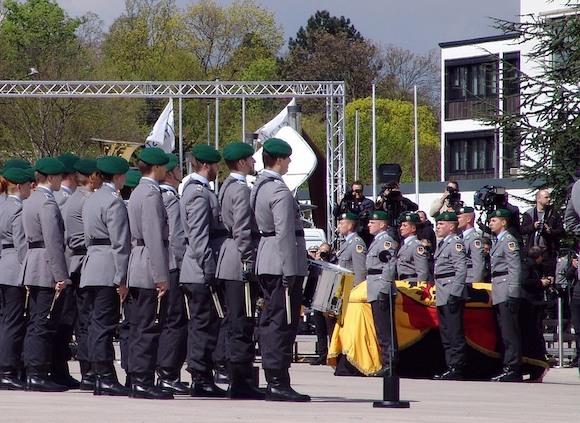 Немцы хотят в армии служить