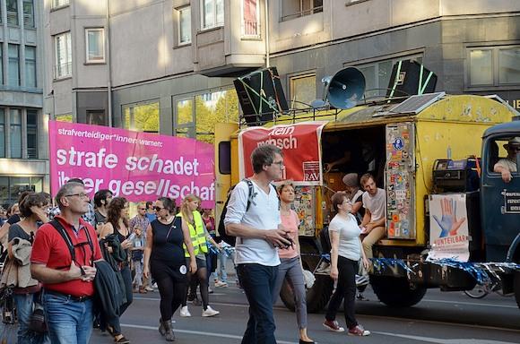 Голос Берлина: за открытое общество и против расизма
