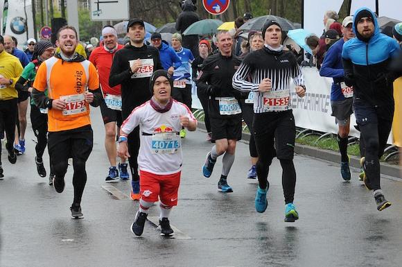Ник Ихлов из Лейпцига стал победителем 43-го Лейпцигского марафона